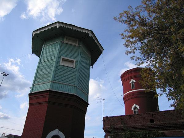 Водонапорные башни близнецы