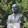 Бюст В. И. Ленина рядом с проходной завода «Электросигнал» в Октябрьском районе г. Новосибирска (ул. Добролюбова, 31).