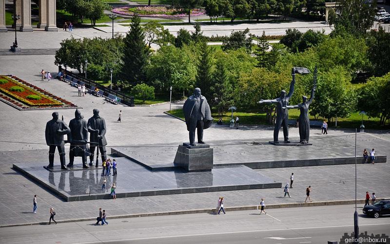 Памятник в новосибирске на площади ленина ялта памятник конференции
