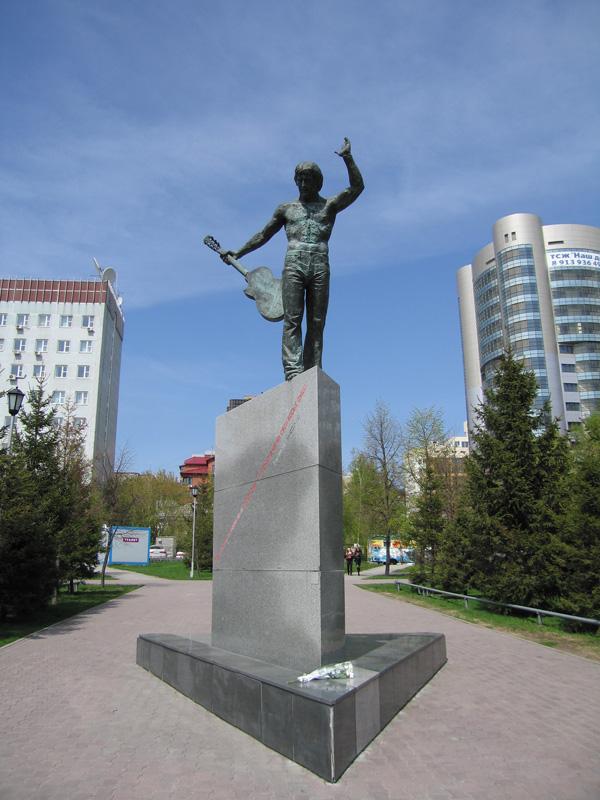 Памятники в новосибирске с фото до и после как поправить наклонившийся памятник на кладбище